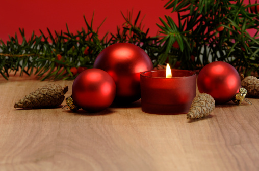 Pine Cone「Christmas decoration with burning candle and christmas baubles」:スマホ壁紙(17)