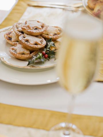 Formalwear「Christmas dessert and champagne」:スマホ壁紙(7)
