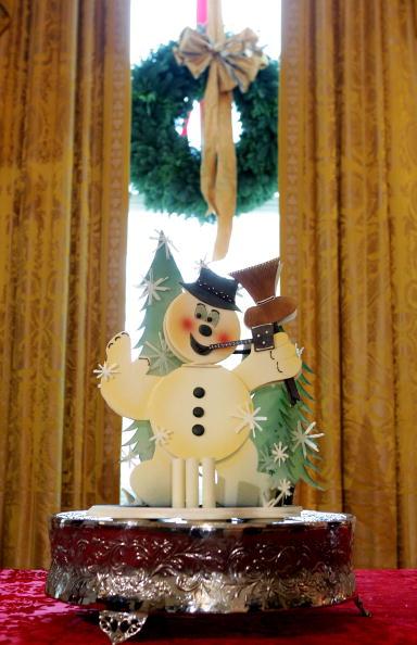 雪だるま「First Lady Laura Bush Shows White House Christmas Decorations」:写真・画像(1)[壁紙.com]