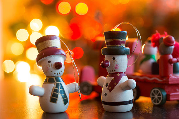 Christmas decorations in shape of snowmen:スマホ壁紙(壁紙.com)