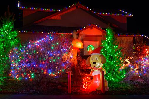 Bending「Christmas decorations at residential home, Bend,Oregon,USA」:スマホ壁紙(10)