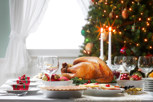 Turkey Meat「Christmas Dinner Table Spread and Christmas Tree」:スマホ壁紙(12)
