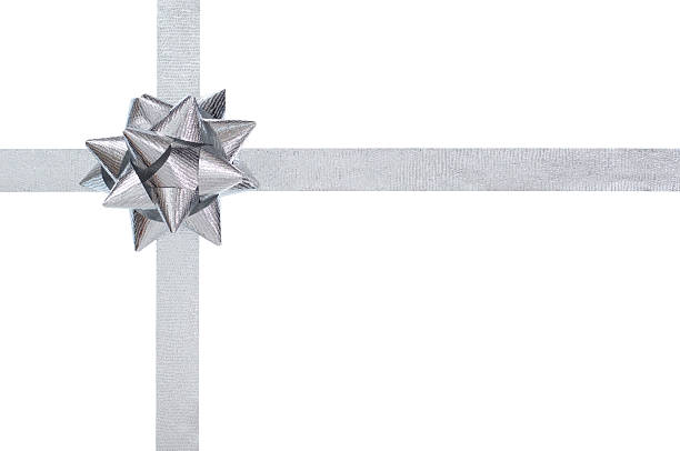Silver present bow and ribbon, isolated on white:スマホ壁紙(壁紙.com)