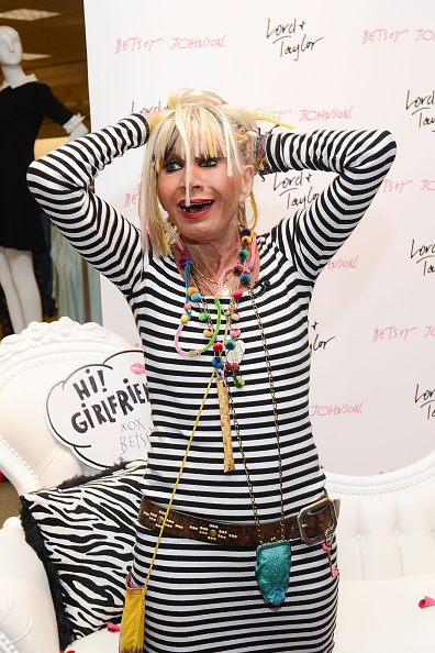 King of Prussia - Pennsylvania「Lord & Taylor King Of Prussia Charity Day & Betsey Johnson Personal Appearance」:写真・画像(12)[壁紙.com]