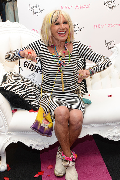 King of Prussia - Pennsylvania「Lord & Taylor King Of Prussia Charity Day & Betsey Johnson Personal Appearance」:写真・画像(11)[壁紙.com]