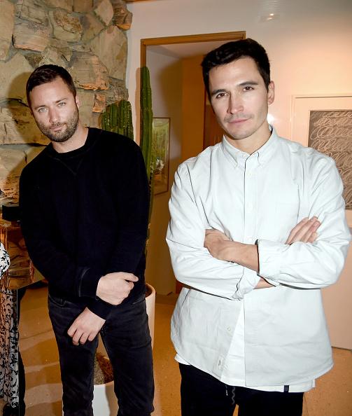 2人「Vanity Fair and Fashion Designers Jack McCollough and Lazaro Hernandez Celebrate the Launch of Proenza Schouler's First Fragrance, Arizona」:写真・画像(1)[壁紙.com]