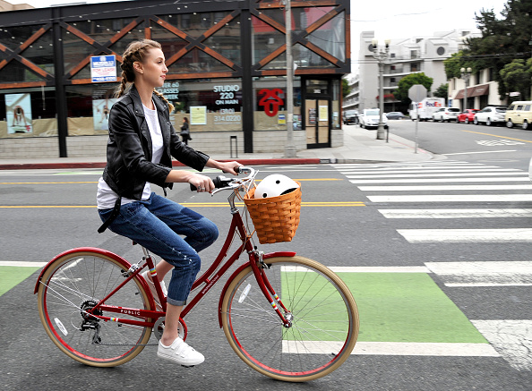 Santa Monica「Gear Up and Go for Bike to Work Day with goodnessknows snacks squares and Whitney Port」:写真・画像(17)[壁紙.com]