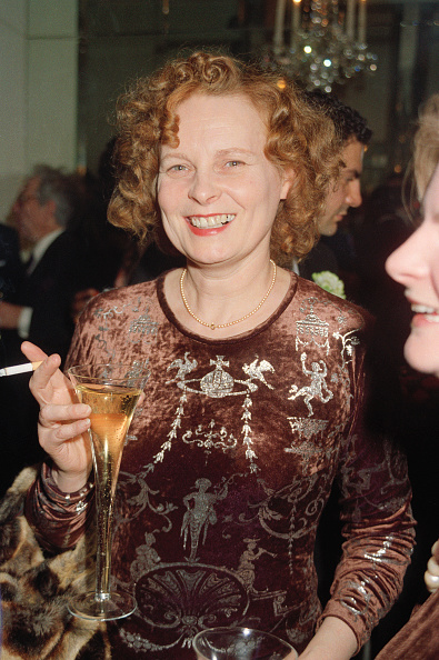 Looking At Camera「Vivienne Westwood At The British Fashion Awards, 1991」:写真・画像(1)[壁紙.com]