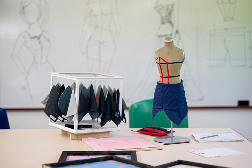 Atelier - Fashion「Fashion design atelier with fabrics and a mannequin」:スマホ壁紙(9)