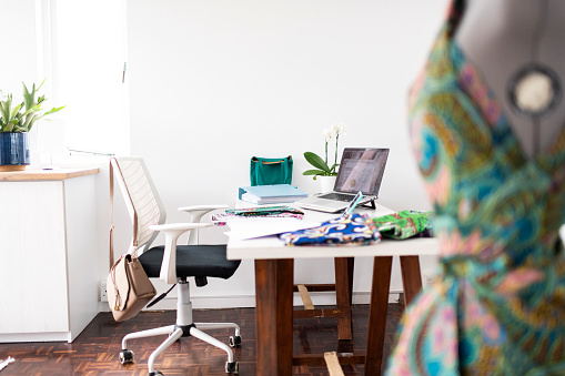 Small Office「Fashion designers workspace at home」:スマホ壁紙(12)