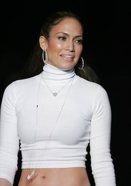 Hoop Earring「Jennifer Lopez Fall  2005 - Runway」:写真・画像(19)[壁紙.com]