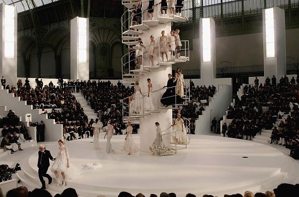 Catwalk - Stage「Paris Fashion Week - Chanel」:写真・画像(18)[壁紙.com]