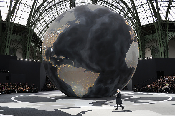 Globe - Navigational Equipment「Chanel - Front Row - PFW F/W 2013」:写真・画像(4)[壁紙.com]