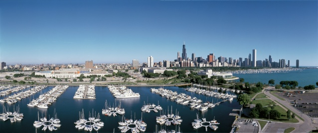 "Great Lakes「""This is an aerial view of the Shedd Aquarium, Chicago Harbor and the skyline on Lake Michigan during summer. Boats are moored in the harbor in the foreground.""」:スマホ壁紙(8)"