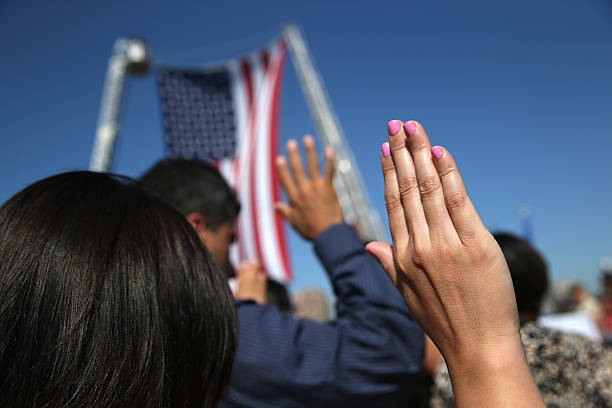 Immigrants Become American Citizens In Naturalization Ceremony At Liberty State Park:ニュース(壁紙.com)