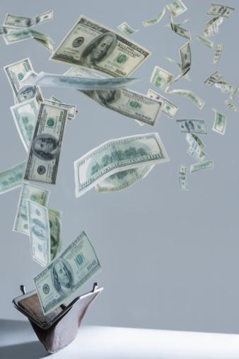 American One Hundred Dollar Bill「One hundred dollar bills floating out of purse」:スマホ壁紙(14)