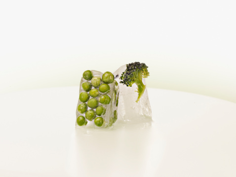Purity「Peas and broccoli frozen in ice cubes」:スマホ壁紙(1)