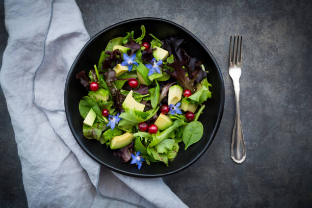 Bowl of mixed salad with avocado, red currants and borage blossoms:スマホ壁紙(壁紙.com)