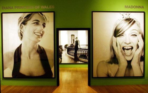 ������ ������「Mario Testino Photography Exhibition」:写真・画像(17)[壁紙.com]