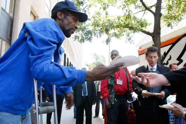 Homelessness「Veterans Secretary, Entrepreneur Feed Homeless Vets」:写真・画像(17)[壁紙.com]