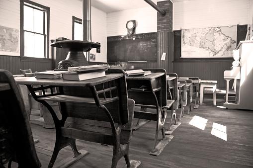 Sepia Toned「One room Shool House 1903」:スマホ壁紙(2)