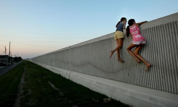 Levee「Ahead Of Hurricane Season, New Orleans Levee Continues To Leak」:写真・画像(12)[壁紙.com]