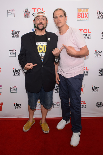 Blue Pants「Kevin Smith and Jason Mewes honored with TCL Chinese Theatre handprint ceremony at Theatre Box」:写真・画像(6)[壁紙.com]
