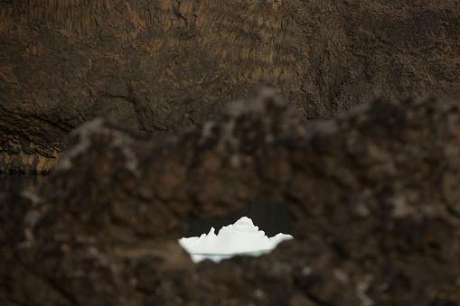 Basalt「Iceberg between gaps in basalt rock formations, Disko Island, Greenland」:スマホ壁紙(14)