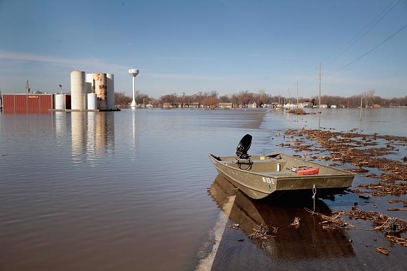 座る「Flooding Continues To Cause Devastation Across Midwest」:写真・画像(7)[壁紙.com]