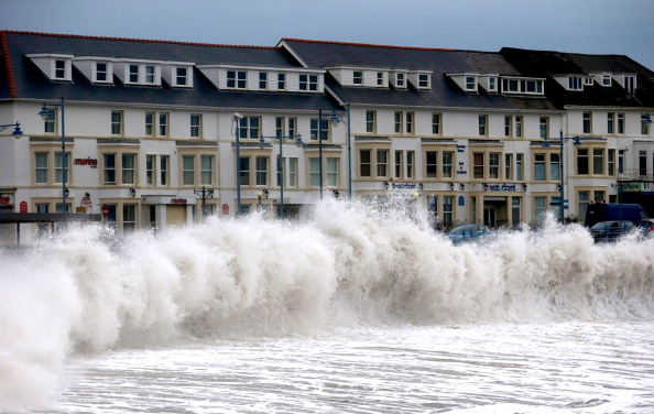 Water's Edge「Severe Flood Warnings In Place For The UK」:写真・画像(15)[壁紙.com]