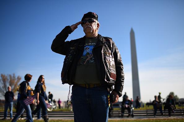 Veteran「Veterans Day Commemorated At DC's World War II Memorial」:写真・画像(17)[壁紙.com]