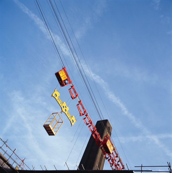 Sparse「Cable hauler for materials during the construction of the Millennium Bridge, London, UK」:写真・画像(1)[壁紙.com]
