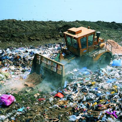 Construction Vehicle「Bulldozer working on landfill site,UK」:スマホ壁紙(10)