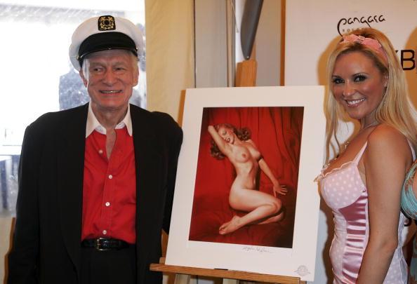 シャツ「Cannes - Playboy's Hugh Hefner Celebrates His 80th Birthday」:写真・画像(11)[壁紙.com]