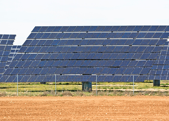 Environmental Conservation「Array of Solar Panels in Southern Spain, between Madrid and Granada」:写真・画像(12)[壁紙.com]