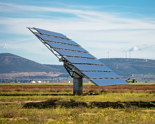 Sunny「Array of Solar Panels in Southern Spain, between Madrid and Granada, Spain」:写真・画像(2)[壁紙.com]