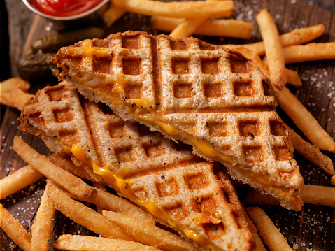 Comfort Food「Waffle Iron Grilled Cheese Sandwich with Fries」:スマホ壁紙(18)