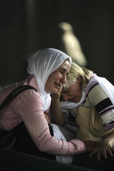 Marco Di Lauro「Srebrenica Prepares For Mass Funeral To Commemorate 10th Anniversary Of Massacre」:写真・画像(16)[壁紙.com]