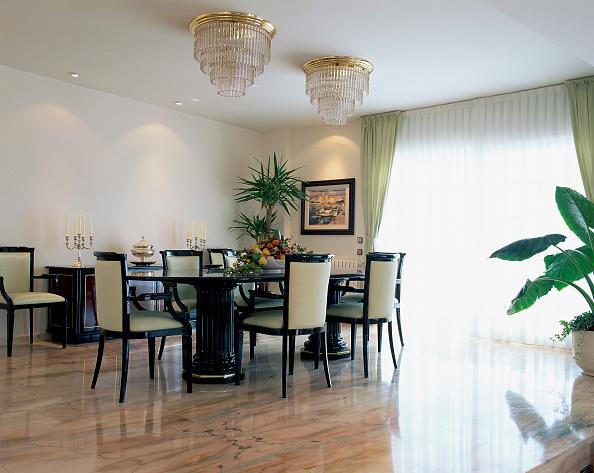 Dining Room「A well designed dining room is seen」:写真・画像(17)[壁紙.com]