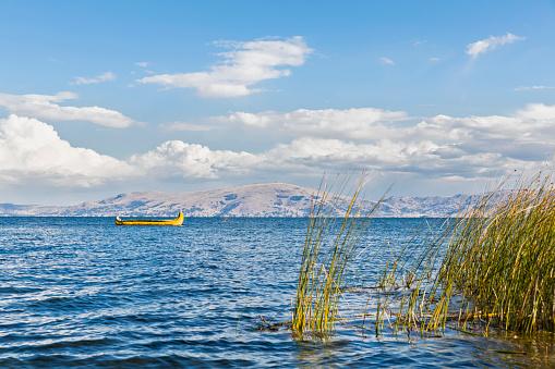 Peru「Peru, Titicaca lake, boat of the Uros floating in water」:スマホ壁紙(5)