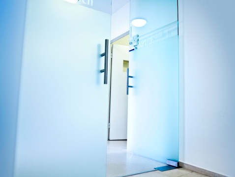 Entrance Sign「Hospital- open glass doors to the Operation area」:スマホ壁紙(5)