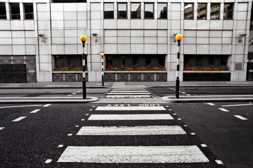 Crosswalk「Empty pedestrian crossing in London City」:スマホ壁紙(3)