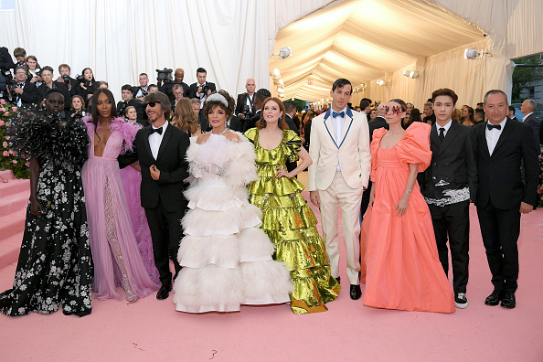 Reclining「The 2019 Met Gala Celebrating Camp: Notes on Fashion - Arrivals」:写真・画像(19)[壁紙.com]