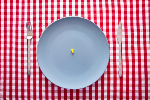 France「austere food: modern blue plate on checkered tablecloth」:スマホ壁紙(5)