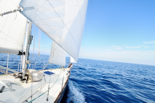 Sailboat「Sailing boat at the sea」:スマホ壁紙(9)