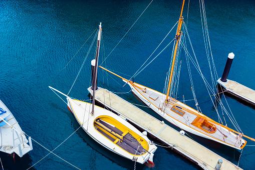 船・ヨット「ヨット マリーナ、ハイアングル、バック グラウンドでコピー スペース」:スマホ壁紙(3)