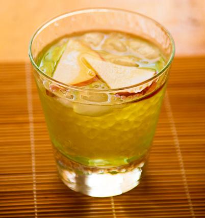 ウィスキー「Maple bourbon Old Fashioned cocktail with sliced apple garnish」:スマホ壁紙(16)