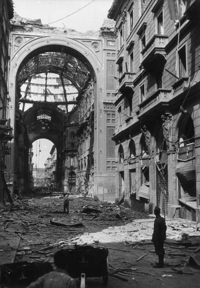 Milan「Bombardment Of Milan」:写真・画像(1)[壁紙.com]