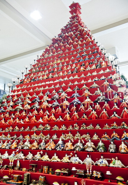 雛人形「Hina Dolls On Pyramid Display For Girls' Day」:写真・画像(2)[壁紙.com]