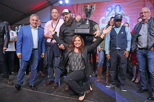 Medium Group Of People「Blue Moon Burger Bash Presented By Pat LaFrieda Meats Hosted By Rachael Ray - Food Network & Cooking Channel New York City Wine & Food Festival presented By FOOD & WINE」:写真・画像(6)[壁紙.com]